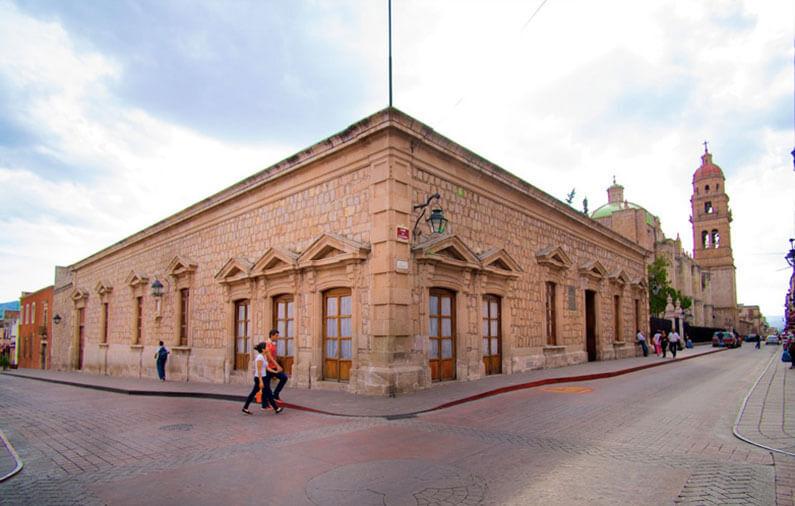 hoteles-boutique-de-mexico-recorriendo-el-centro-historico-de-morelia-catedral-palacio-federal-casa-natal-morelos