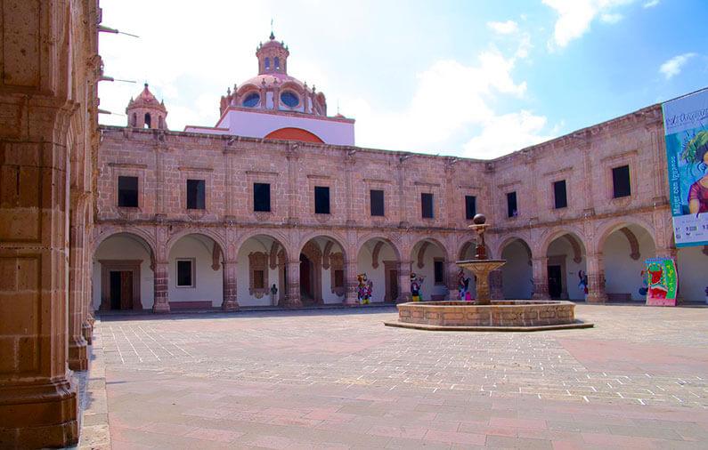 hoteles-boutique-de-mexico-recorriendo-el-centro-historico-de-morelia-palacio-clavijero