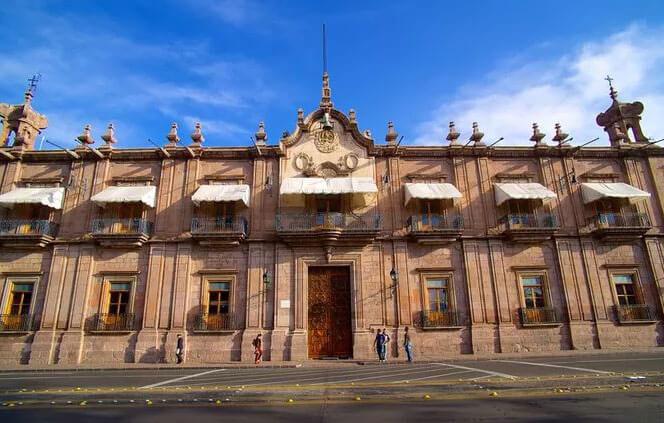 hoteles-boutique-de-mexico-recorriendo-el-centro-historico-de-morelia-palacio-de-gobierno