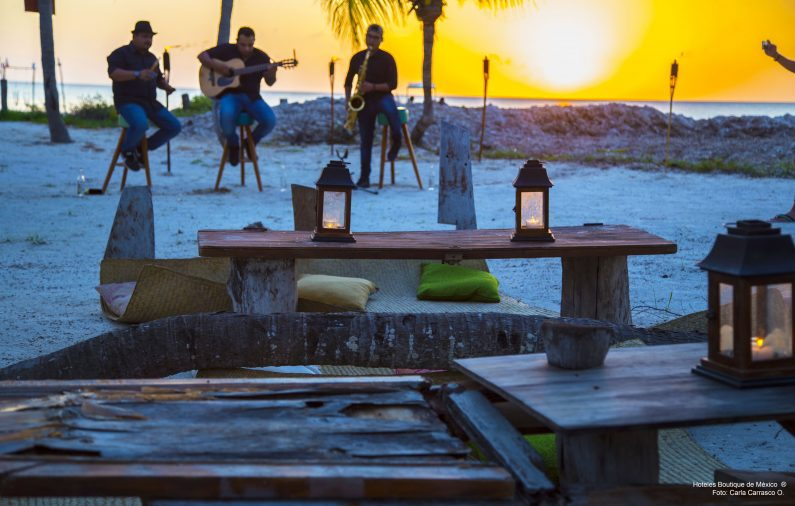 Cena primitiva en Isla Holbox