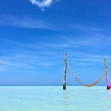 Hammocks in the middle of the sea? It is possible! Discover where
