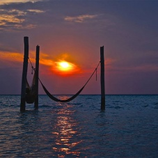 Hammocks in the middle of the sea? It is possible! Discover where…