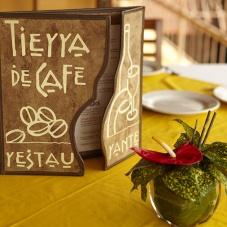 Flores y café, lo más representativo de hotel Argovia
